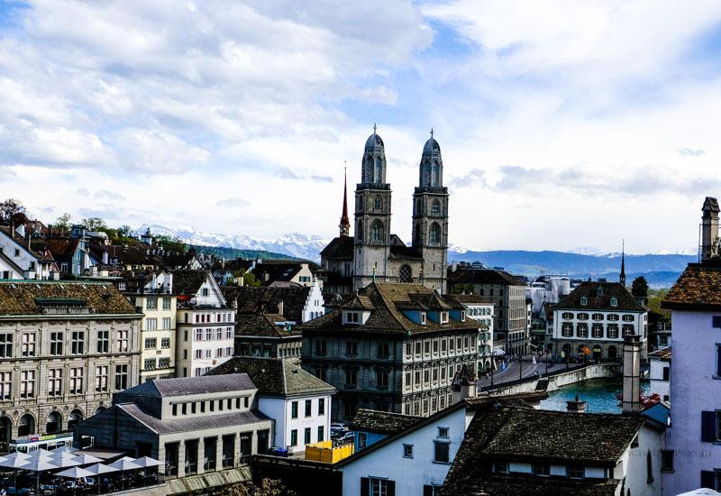 Zürich - Blick vom Lindenhof auf den Grossmünster | waseigenes.com