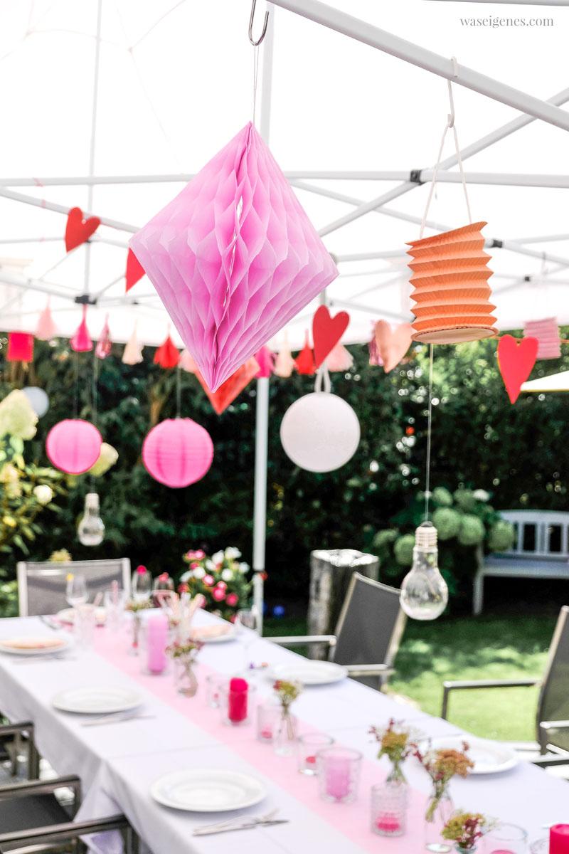 Tischdeko Gartenfest - Wabenpapier Diamanten | Tschüss Sommerferien! Unser alljährliches Ferien-Abschlussgrillen mit Freunden | waseigenes.com