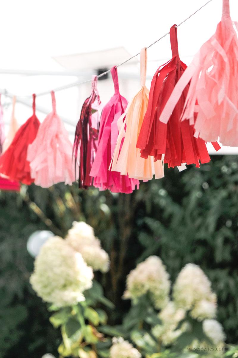 Tischdeko Gartenfest, Papiergirlande | Tschüss Sommerferien! Unser alljährliches Ferien-Abschlussgrillen mit Freunden | waseigenes.com