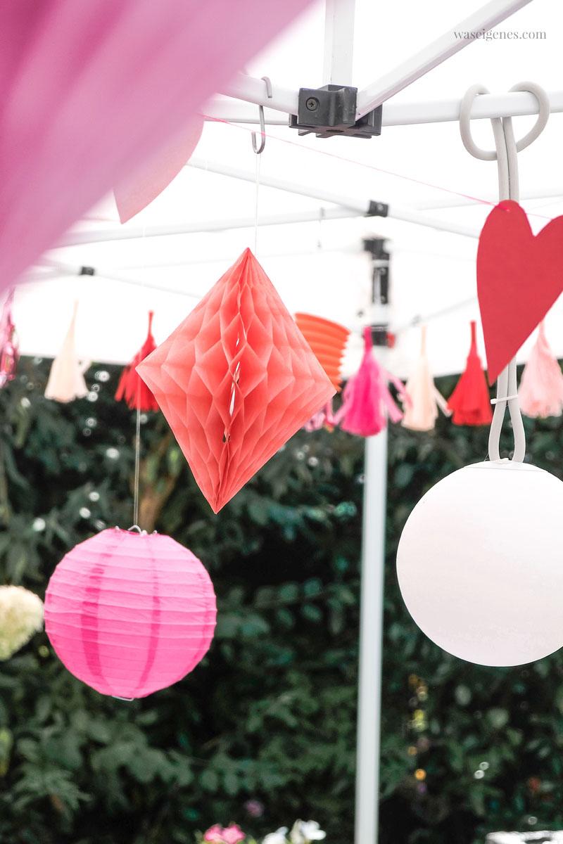 Wabenpapier Diamanten und Herz-Girlande, Gartenfest Deko | Tschüss Sommerferien! Unser alljährliches Ferien-Abschlussgrillen mit Freunden | waseigenes.com