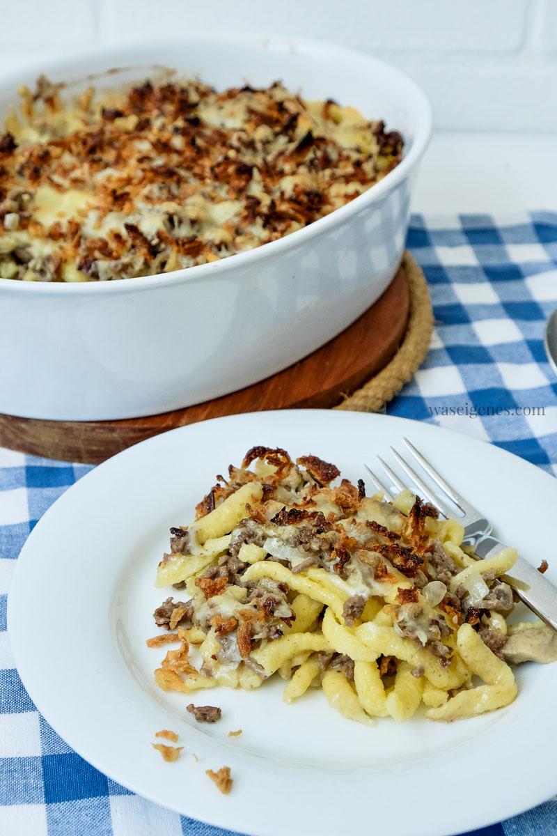 Schnell & einfach - Mittagessen Rezept: Spätzleauflauf mit Hack, Champignons und Röstzwiebeln | waseigenes.com