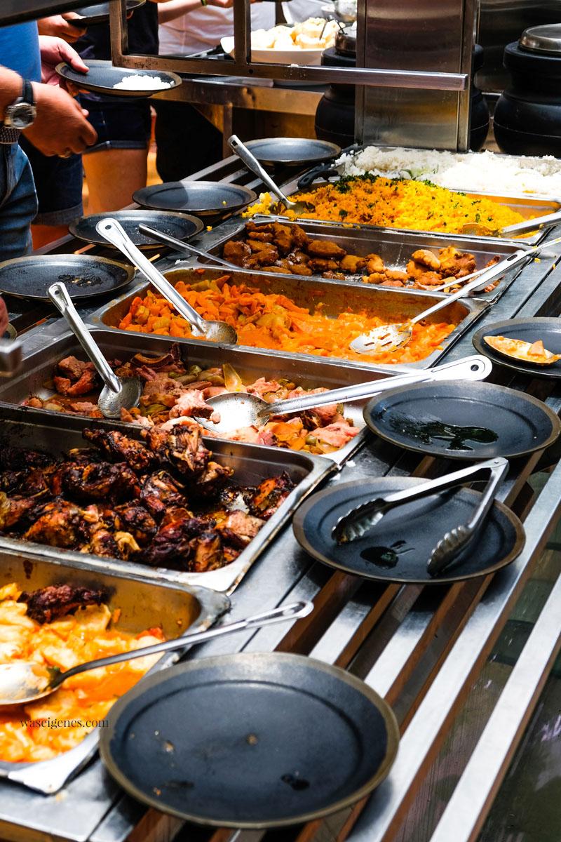 Landestypische Speisen - Dominikanische Republik - Reis, Bohnen, Fleisch | Restaurant Buche de Perico (Calle El Conde Nr. 53) | waseigenes.com
