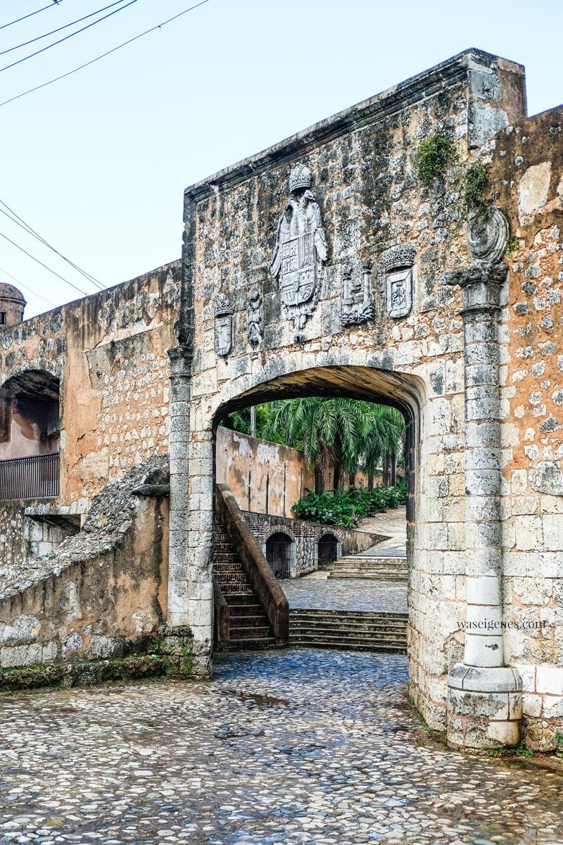 Puerta de Las Reales Atarazanas - Santo Domingo, Dominikanische Republik, waseigenes.com