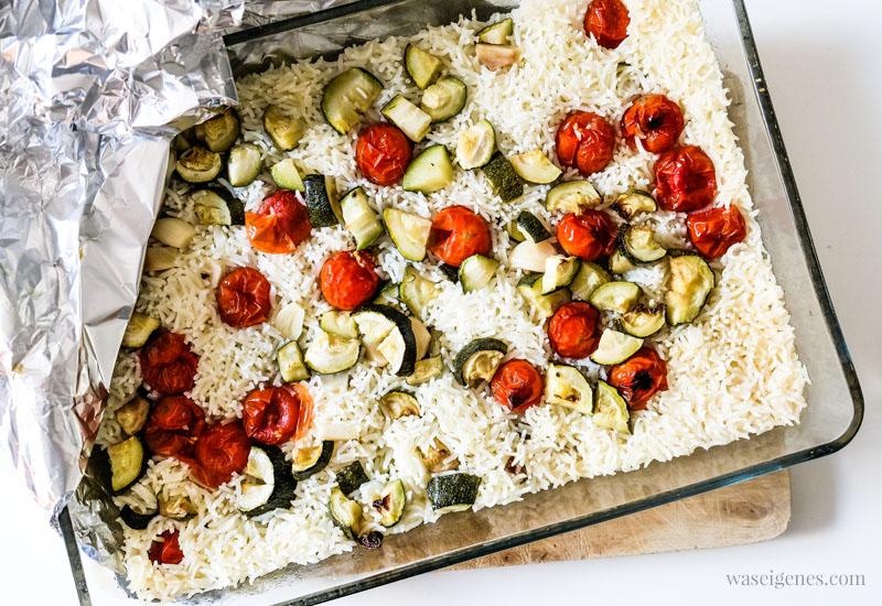 Rezept: Gebackener Reis mit Kirschtomaten, Knoblauch und Zucchini - leckeres Ofengericht | waseigenes.com