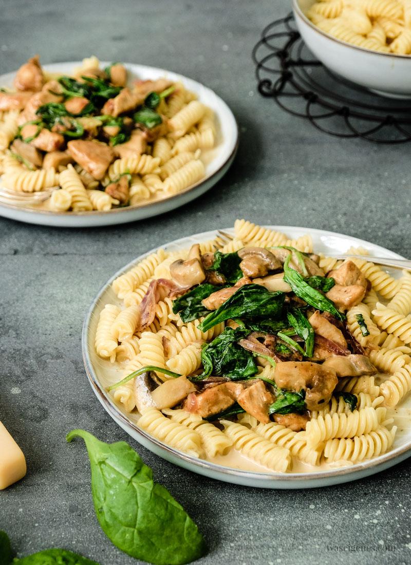 Schnelles und leckeres Mittagessen Rezept: Cremige Pasta mit Hähnchenbrust, Blattspinat & Champignons | waseigenes.com