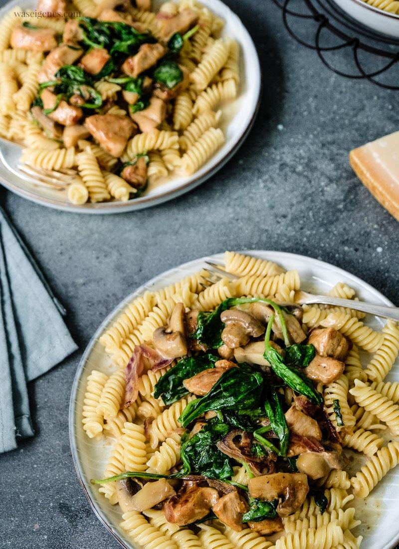 Rezept: Cremige Pasta mit Hähnchenbrust, Blattspinat & Champignons | waseigenes.com