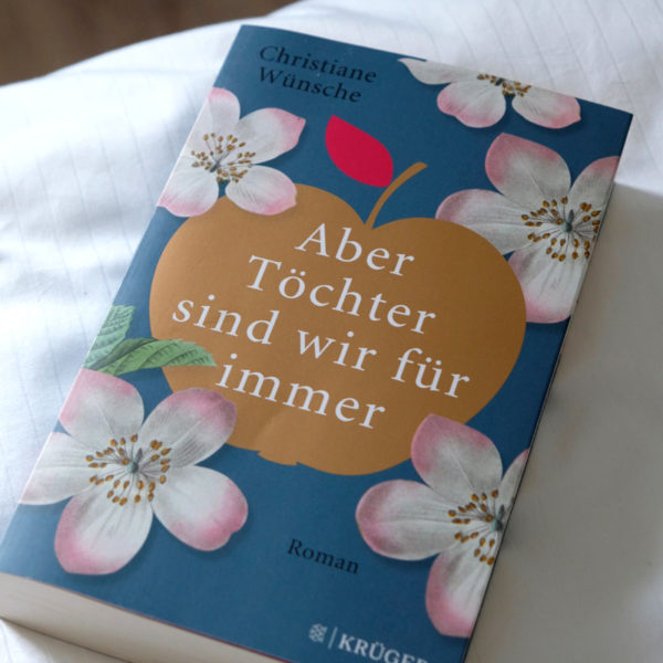 Familienroman - Buchtipp: Aber Töchter sind wir für immer von Christiane Wünsch | waseigenes.com