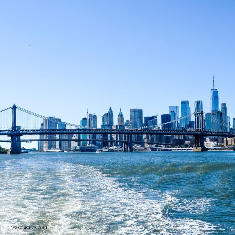 New York: Skyline, Blick vom Boot (Hudson) auf die Skyline von New York, Manhattan Bridge, waseigenes.com