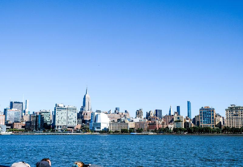 New York: Blick vom Boot (Hudson) auf die Skyline von New York, Empire State Building, waseigenes.com
