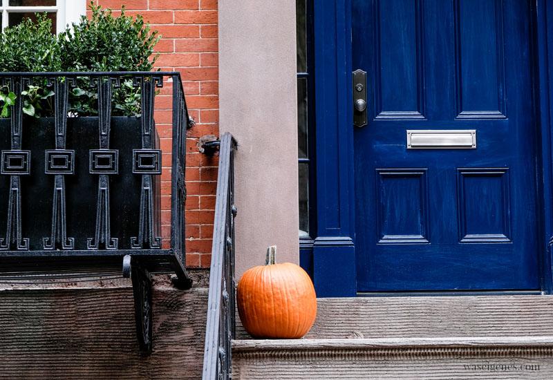 New York City: Haustüre und Kürbis | waseigenes.com