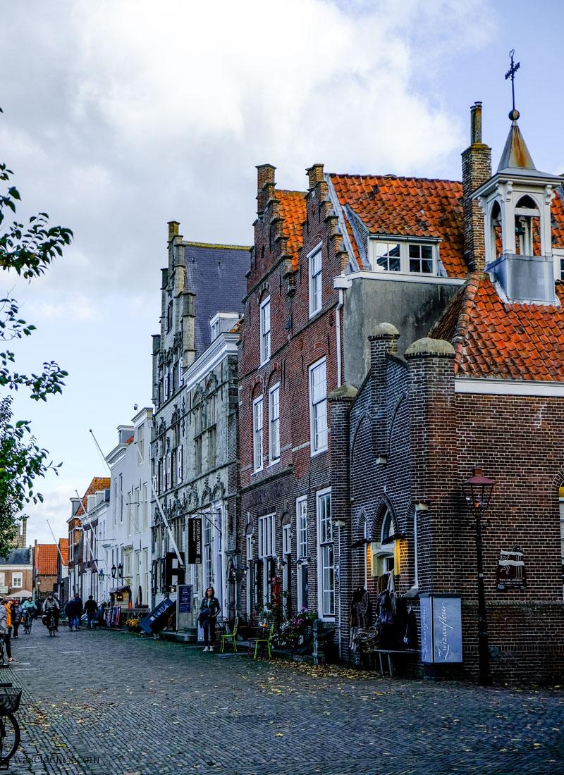 Holland - Niederlande: Veere, hübsches Dörfchen mit historischem Stadtkern in der Provinz Zeeland, Kaai Strasse, waseigenes.com