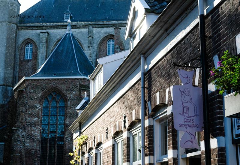 Holland - Niederlande: Veere, hübsches Dörfchen mit historischem Stadtkern in der Provinz Zeeland, Omas Shoepwinkel, waseigenes.com