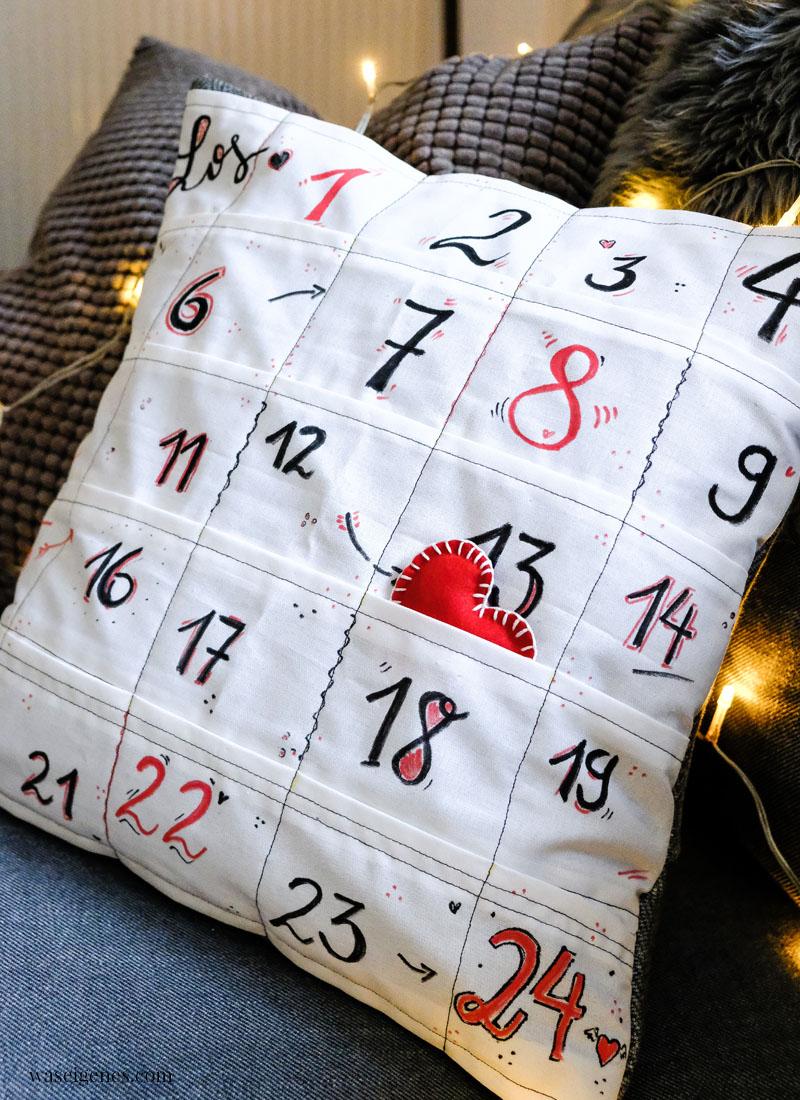 Ein Kissenbezug mit 24 kleinen Taschen: DIY Adventskalender Kissen - waseigenes.com
