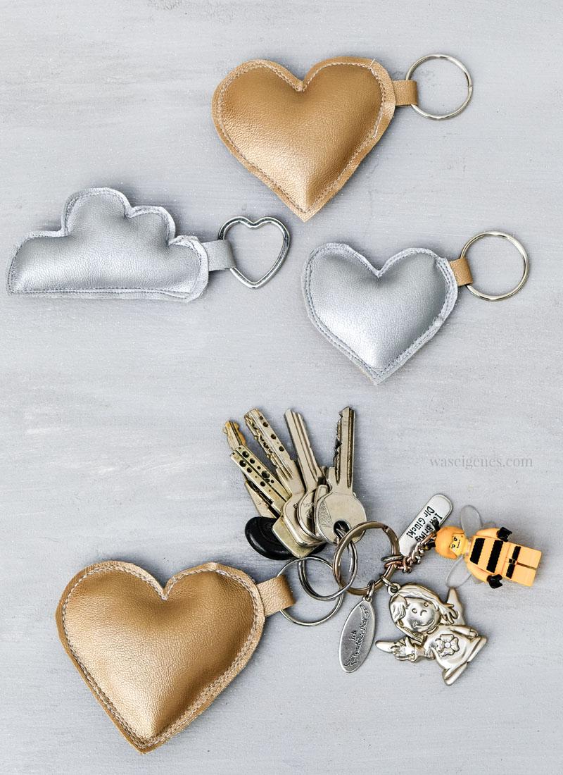 DIY Schlüsselanhänger aus Kunstleder - Wolken und Sterne, gefüllt mit Watte, waseigenes.com