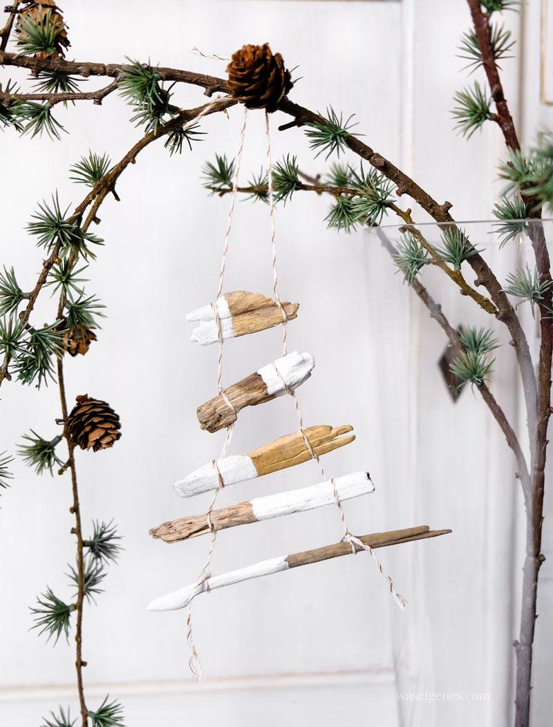 Drei DIY Ideen rund um Weihnachten: Kleine Weihnachtsbäume aus bemalten Ästen und Kordeln basteln, waseigenes.com