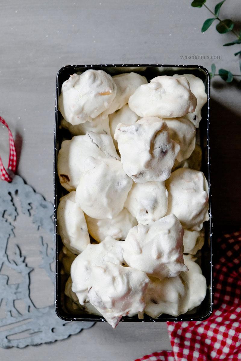 Weihnachtsplätzchen Rezept: Dattel Mandel Busserl (Eischnee Plätzchen), waseigenes.com