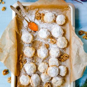 Weihnachtsplätzchen Rezept: Walnuss Aprikosen Plätzchen. Knusprig süß mit Aprikosenmarmelade. #Weihnachtsplätzchen waseigenes.com