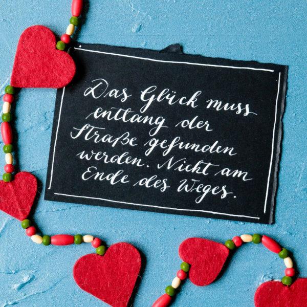 Adventskalender der guten Gedanken & Wünsche ~ Türchen Nr. 12: Das Glück muss entlang der Straße gefunden werden. Nicht am Ende des Weges. {David Dunn} | waseigenes.com