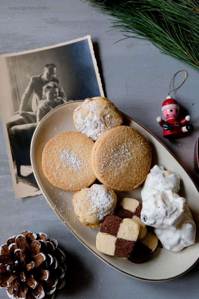 Weihnachtsplätzchen ~ Plätzchenteller: Nougat Plätzchen, Dattel-Mandel-Busserl, Schwarz Weiß Gebäck, Walnuss Aprikosen Plätzchen | waseigenes.com