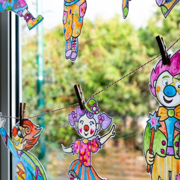 DIY Fensterdeko zur 5. Jahreszeit (Karneval): Fröhlich bunte Clowns-Girlande | waseigenes.com