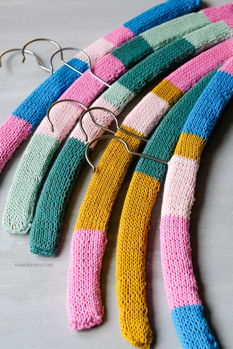 DIY Kleiderbügel umstricken, damit Blusen nicht runterrutschen | #Stricken #Handarbeit | waseigenes.com