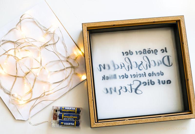 Ribba Rahmen von Ikea mit Lichterkette und Plotter Spruch: DIY Lightbox selber machen | waseigenes.com