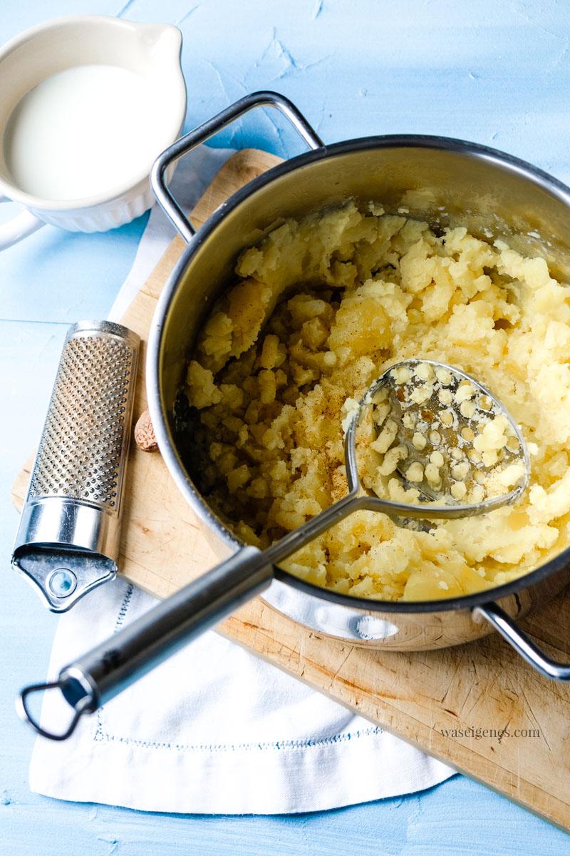 Kartoffelpüree mit Milch, Pfeffer und Muskat. Dazu gibt es Endiviensalat und Spiegelei, waseigenes.com