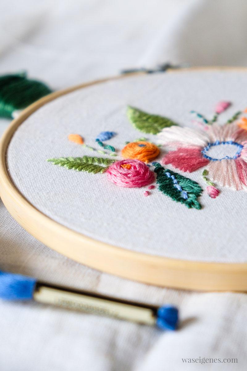DIY Röschen sticken, ein florales Stickbild mit Blumen und Blätter, waseigenes.com