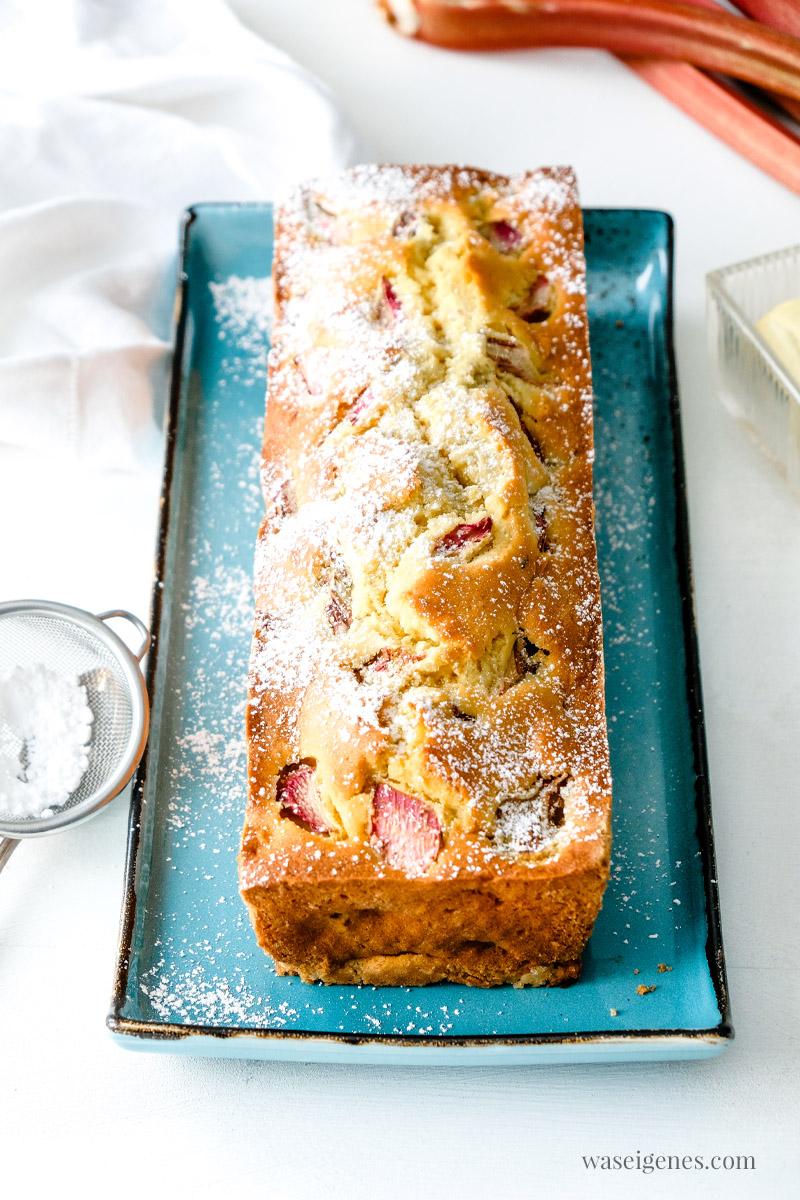 Rezept: Rhabarber-Kastenkuchen ohne Schnickeldi mit Joghurt und Rhabarber, waseigenes.com #we #waseigenes #rhabarberkuchen #kastenkuchen