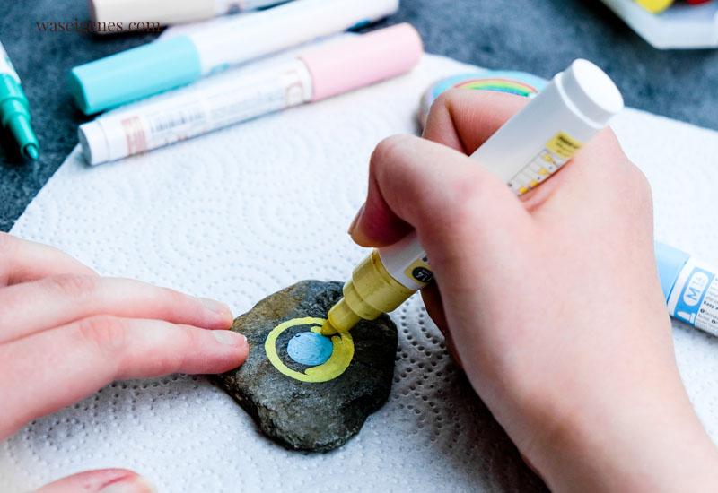 DIY Trend - Kreative Meditation: Steine sammeln und bemalen | waseigenes.com #waseigenes #steinebemalen