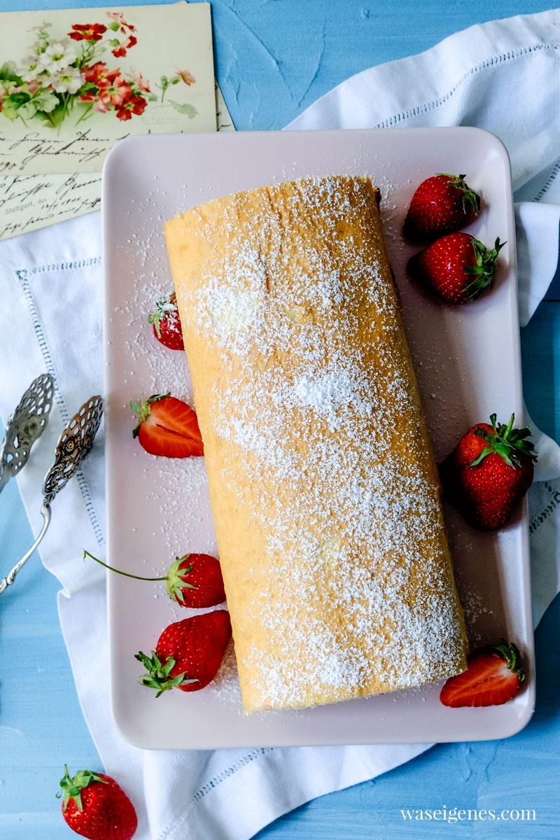 Rezept: Erdbeer-Biskuitrolle - die darf auf keiner Kaffeetafel fehlen | waseigenes.com #waseigenes #biskuitrolle #erdbeerbiskuitrolle #rezept