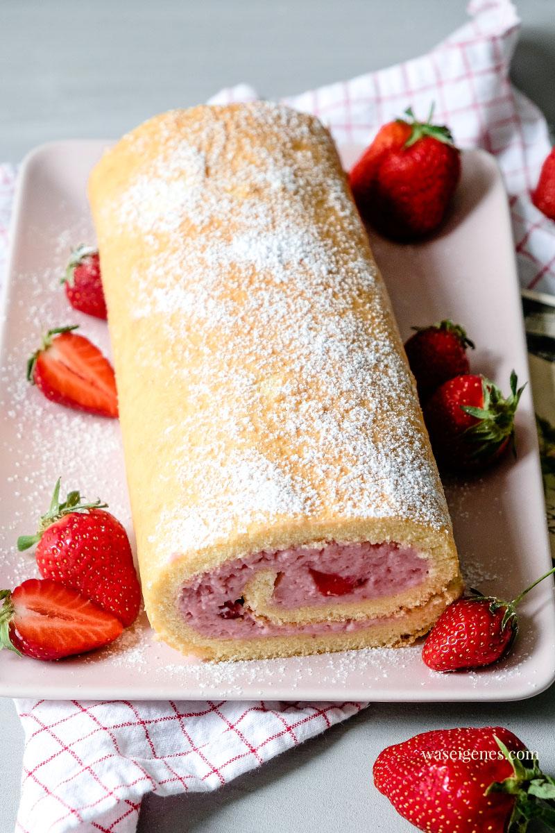 Luftig, sahnig, lecker - Rezept für eine feine Erdbeer-Biskuitrolle, waseigenes.com #waseigenes #biskuitrolle #erdbeerrolle #erdbeerkuchen