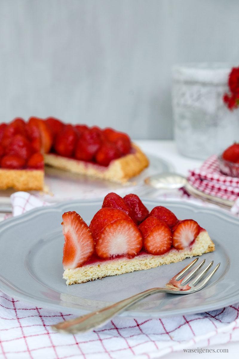 Erdbeeren Tortenboden - schnell und einfach. Tortenboden Rezept | waseigenes.com #tortenboden #kuchenrezept #schnell #einfach #waseigenes