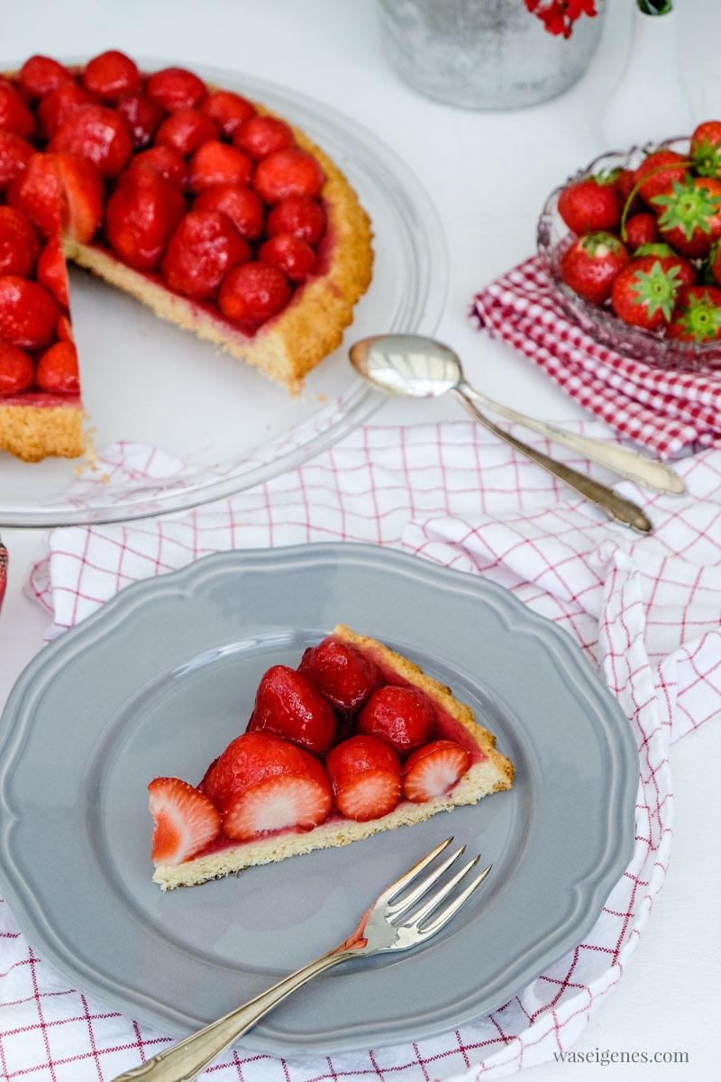 Leckerer Tortenboden belegt mit Erdbeeren | waseigenes.com #tortenboden #kuchenrezept #schnell #einfach #waseigenes