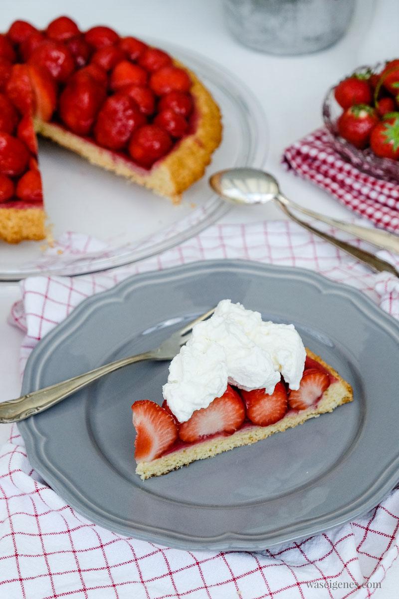 Erdbeerkuchen mit Sahne - ein einfaches und schnelle Rezept für einen Tortenboden mit Erdbeeren | waseigenes.com #tortenboden #kuchenrezept #schnell #einfach #waseigenes