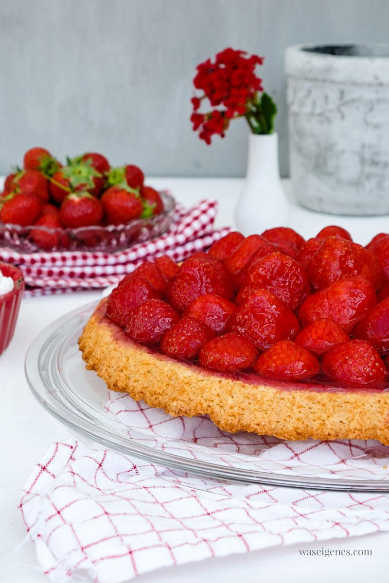 Erdbeerkuchen - ein einfaches und schnelle Rezept für einen Tortenboden mit Erdbeeren | waseigenes.com #tortenboden #kuchenrezept #schnell #einfach #waseigenes