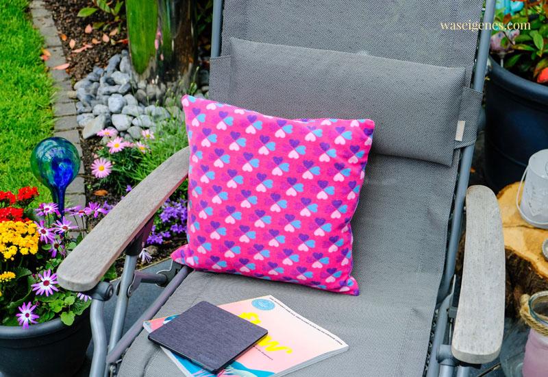 DIY Lesekissen für die Gartenliege | waseigenes.com #we #waseigenes #DIY #Kissennähen