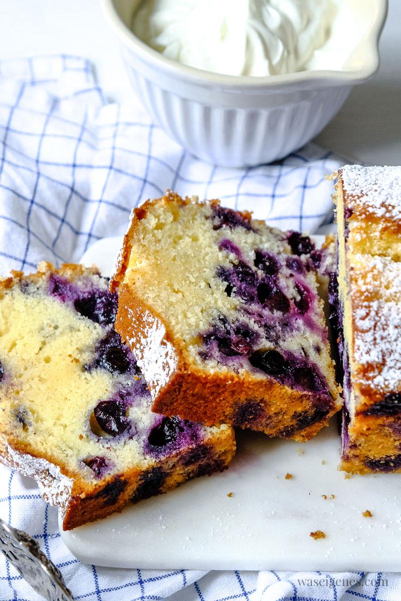 Rezept: Blaubeer-Joghurt-Kuchen. Ein schneller Kastenkuchen mit Blaubeeren und griechischem Joghurt | waseigenes.com #waseigenes #rezept #blaubeerkuchen