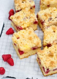 Schnell und einfach! Rezept für einen Himbeer-Streuselkuchen mit Vanillepudding   waseigenes.com