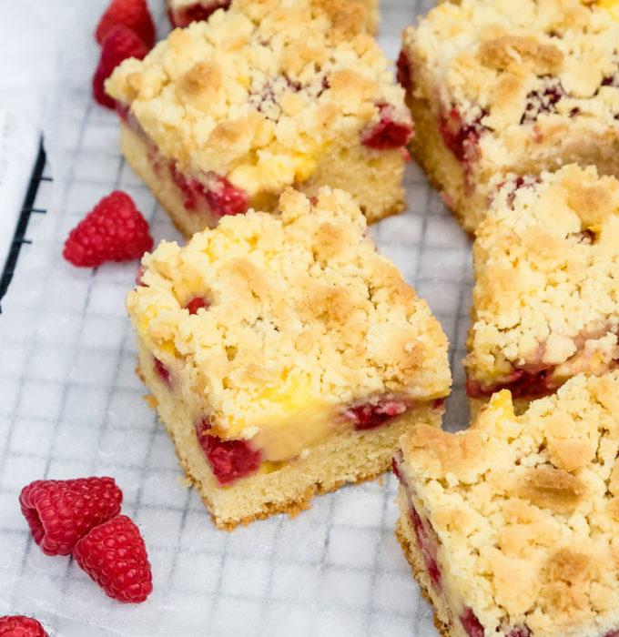 Schnell und einfach! Rezept für einen Himbeer-Streuselkuchen mit Vanillepudding | waseigenes.com