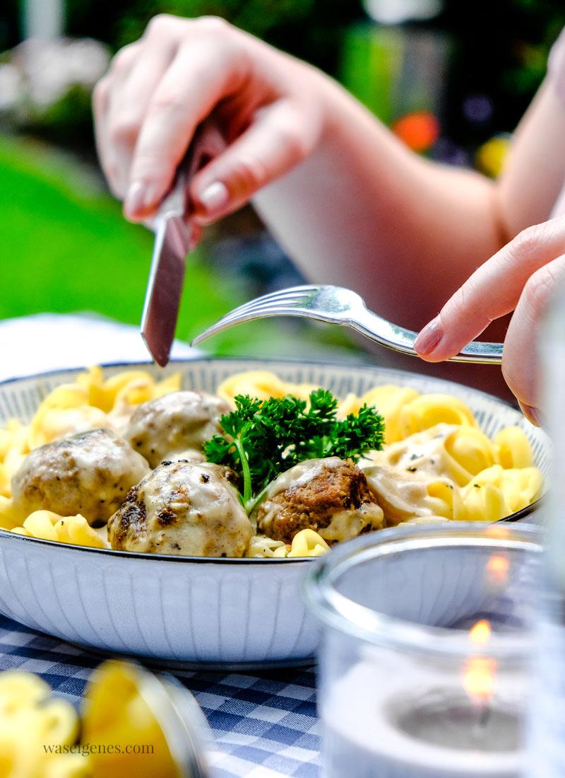 Schnelles und einfaches Mittagessen: Nudeln mit kleinen Hackbällchen in einer cremigen Sauce | waseigenes.com
