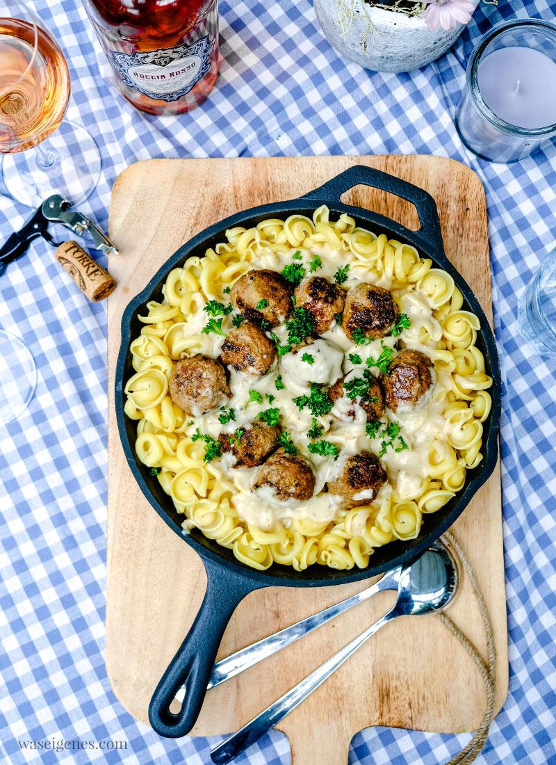 Eine Pfanne voller Glück: Pasta mit Hackbällchen in cremiger heller Sauce | waseigenes.com