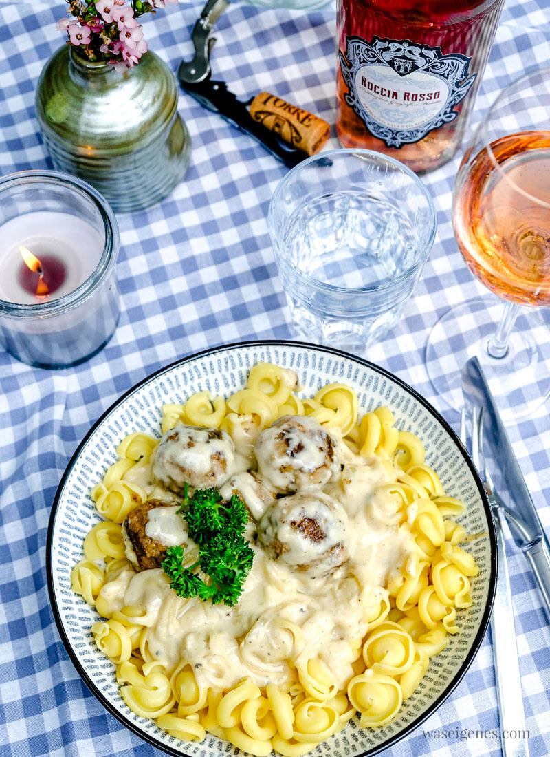 Schnelles Pasta Gericht: Nudeln mit kleinen Frikadellen in cremiger Sauce - waseigenes.com