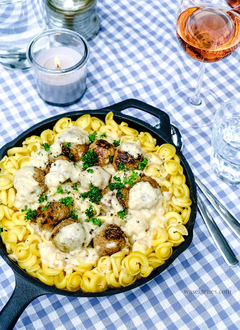Rezept: Pasta mit Hackbällchen in cremiger Sauce | waseigenes.com #pasta #schnellundeinfach #rezept