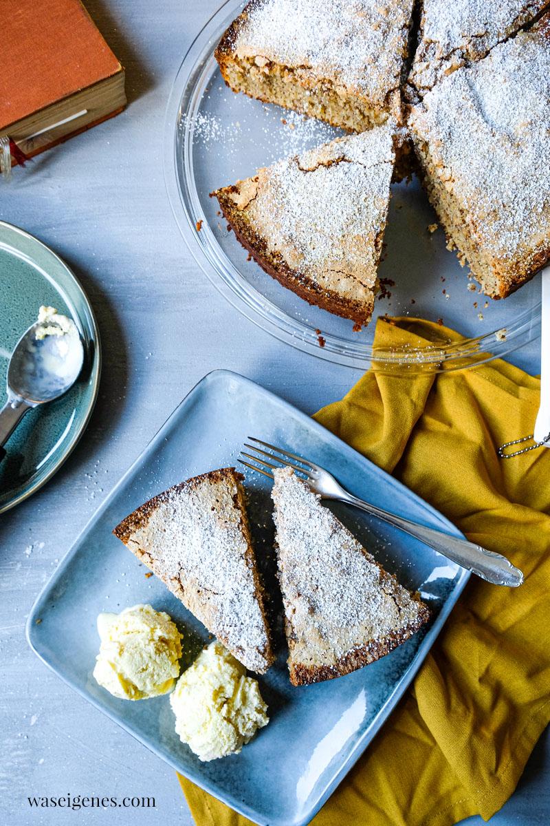 Rezept: Blitzschneller Mandelkuchen mit nur drei Zutaten - ohne Mehl. Dazu eine Kugel Eis - das perfekte Dessert | waseigenes.com