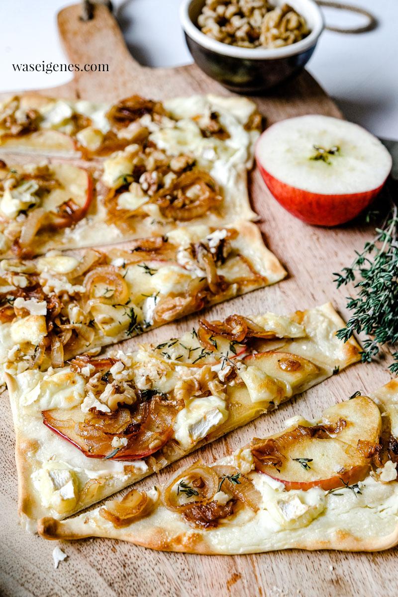 Rezept: Apfel-Flammkuchen mit karamellisierten Zwiebeln, Brie und Walnüssen | waseigenes.com