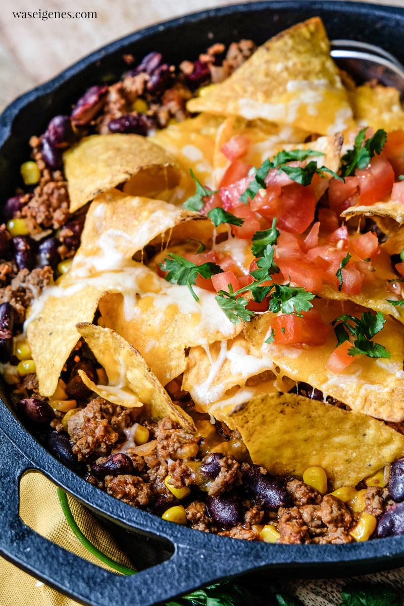 Rezept: Nacho-Hack-Pfanne mit Kidneybohnen, Mais und überbackenen Tortilla Chips | waseigenes.com