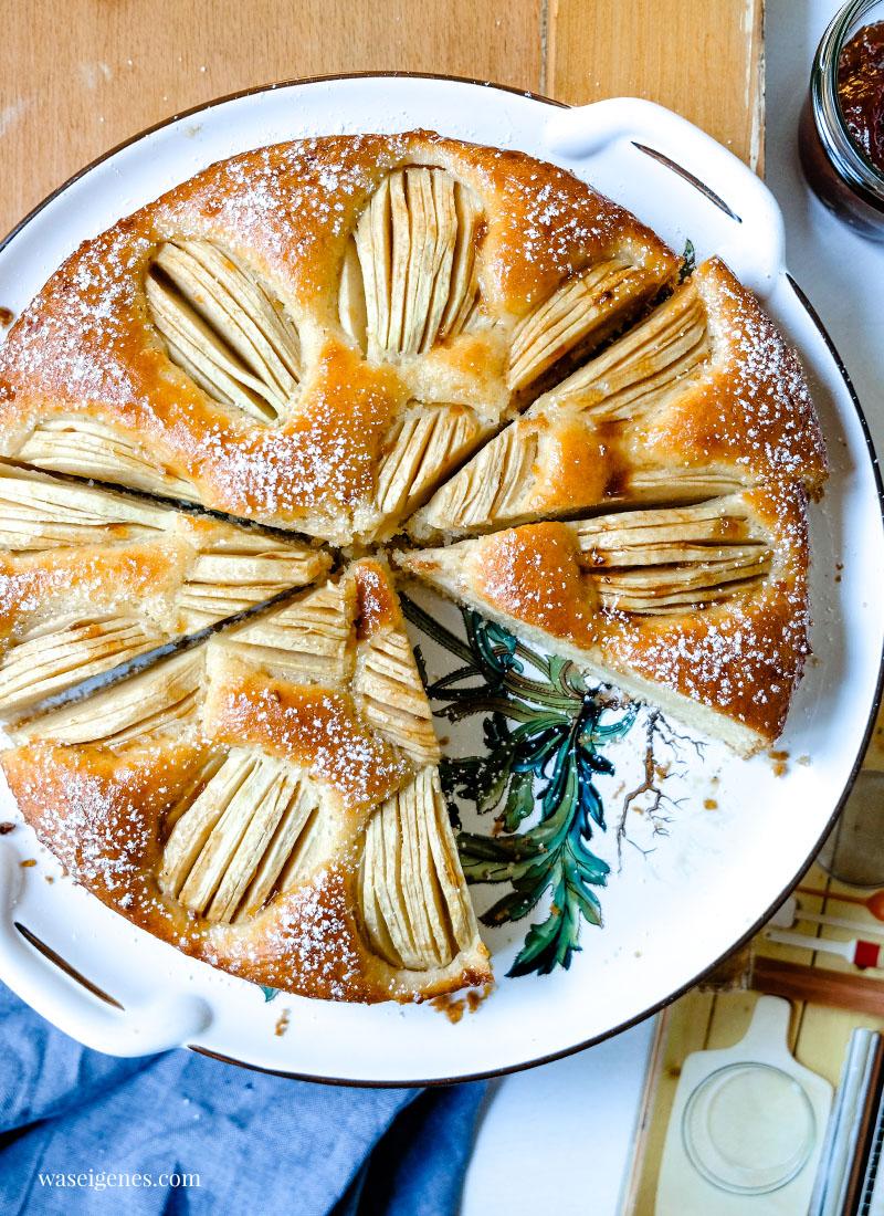 Versunkener Apfelkuchen - die Mutter aller Apfelkuchen - schnell und einfach gebacken und mit Marmelade bestrichen   waseigenes.com