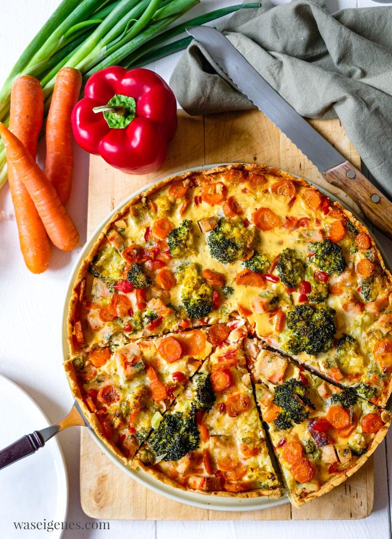 Rezept für einen herzhaften Kuchen: Brokkoli-Karotten-Quiche mit Hähnchenbrust | waseigenes.com