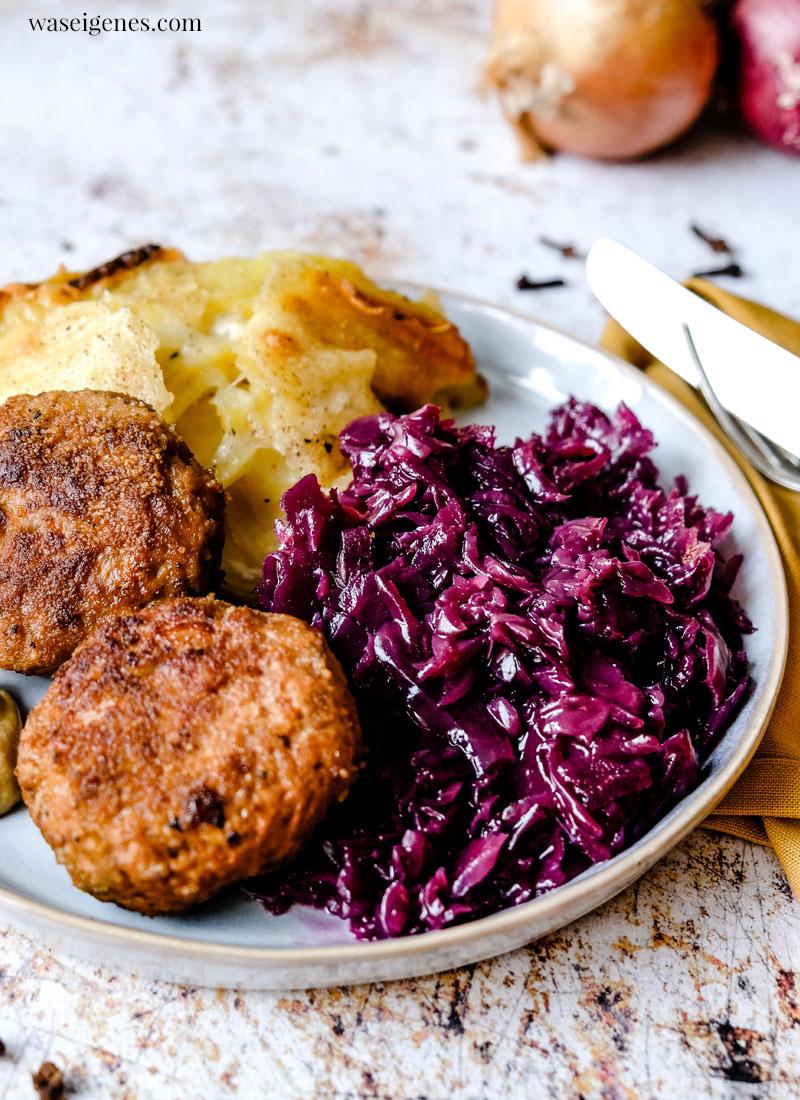 Rezept: Fleischpflanzerl mit Kartoffelgratin und Rotkohl | Rezepte für die Familie | Was koche ich heute? | Rezepte für jeden Tag | waseigenes.com